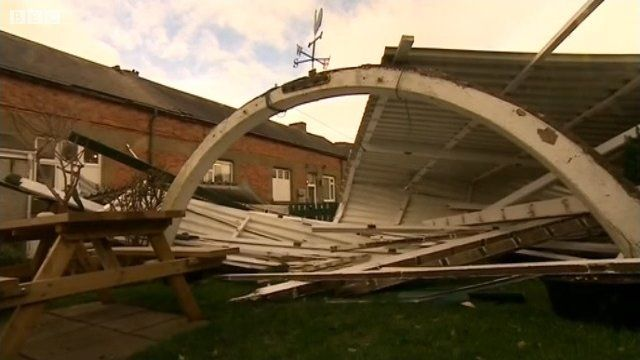 Roof ripped off Porthmadog Station