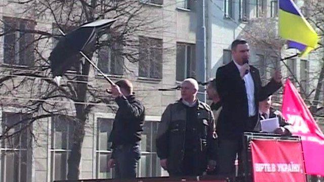 Vitali Klitschko pelted with eggs in Kiev