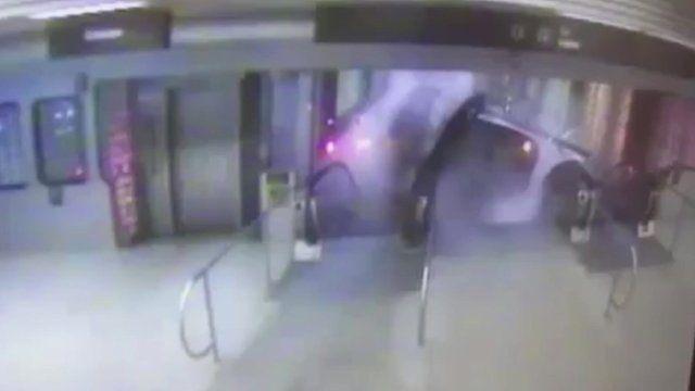 Chicago train derailment CCTV footage