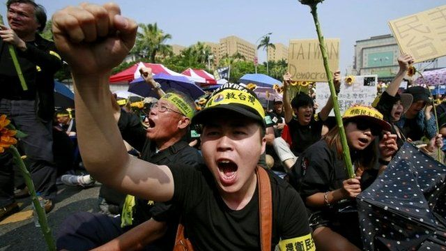 Protesters denounce the controversial China Taiwan trade pact during a mass protest in Taipei, 30 March