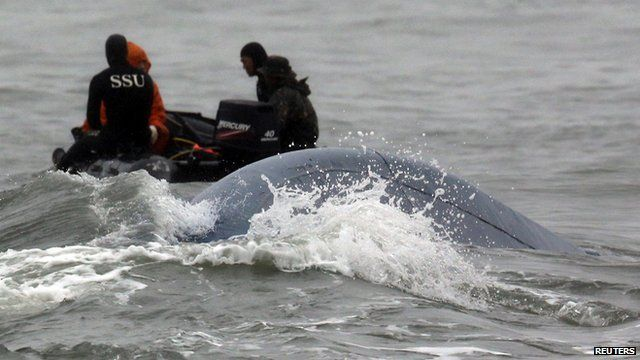 South Korean Navy's SSU (Ship Salvage Unit) members take part in the rescue operation