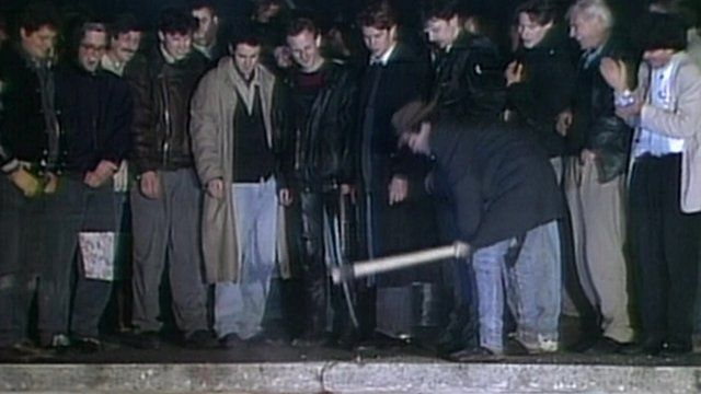 People knocking down the Berlin Wall