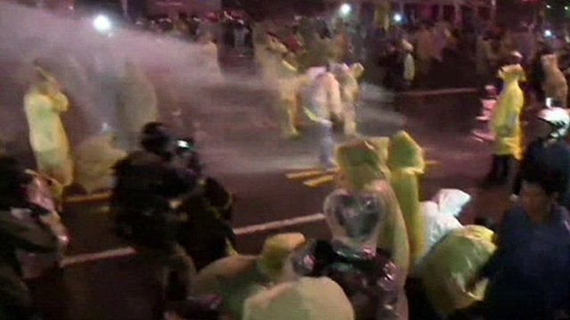 Anti-nuclear protesters clash with police in Taipei