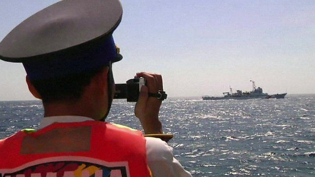 Man films ship in South China Sea