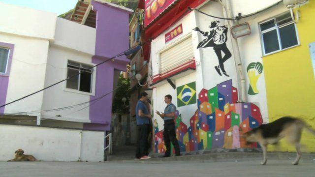Jon Sopel and Capt Marcio Rocha in Santa Marta favela