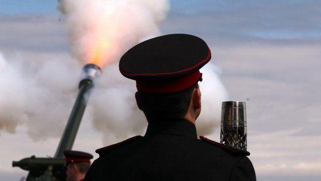Queen's Baton arrives at Edinburgh Castle