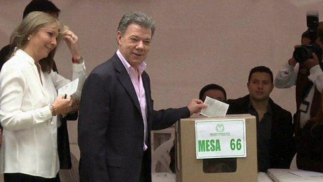 Juan Manuel Santos voting