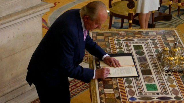 Spain's King Juan Carlos signsabdication law