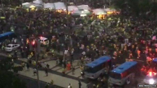 Fans flee Copacabana beach