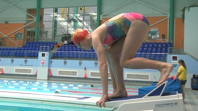 Teen swims at Commonwealth Games 24 years after mother