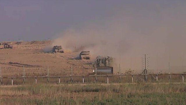 Israeli tanks firing in to Gaza