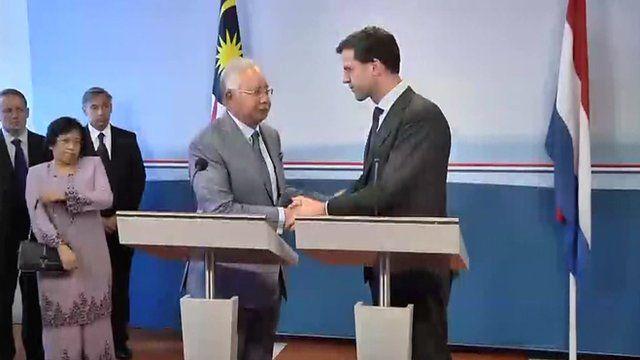 Malaysian PM Najib Razak shakes hands with Dutch PM Mark Rutte