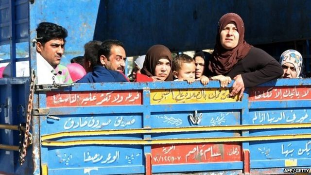Lebanese civilians flee Arsal on Monday 4 August 2014