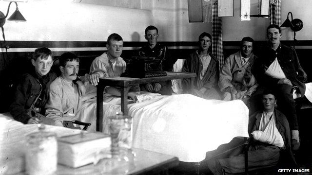 Soldiers in a London hospital in 1914