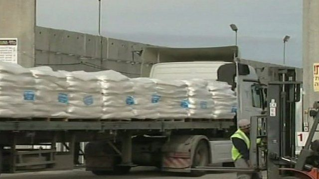 Truck at Gaza crossing point, file pic