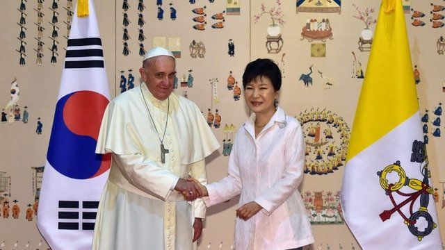 South Korean President Park Geun-Hye (R) shakes hands with Pope Francis (L)