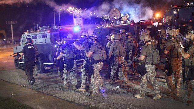 Officers in riot gear shot rubber bullets and tear gas (17 August 2014)