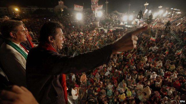 Imran Khan addressing protesters