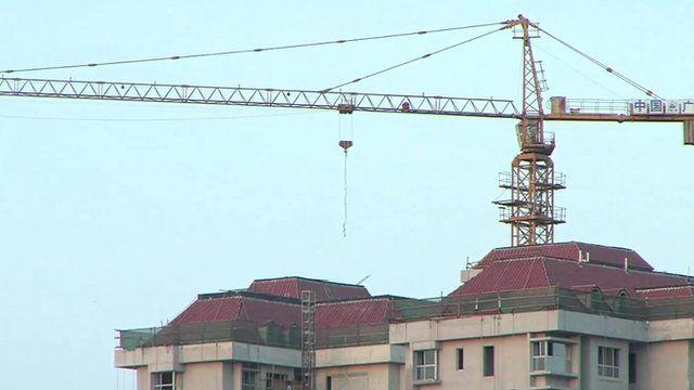 Crane over Tianjin building