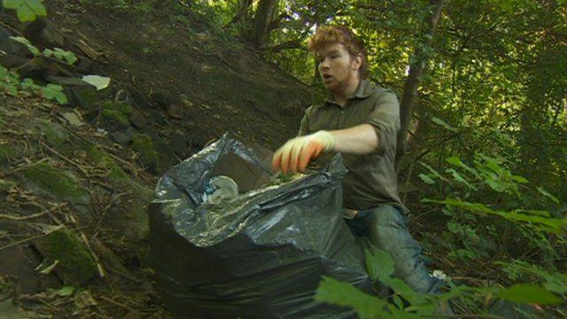 Man clips rubbish