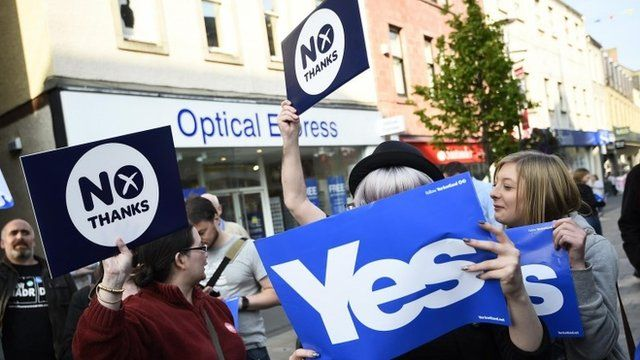 Yes and No supporters in Perth
