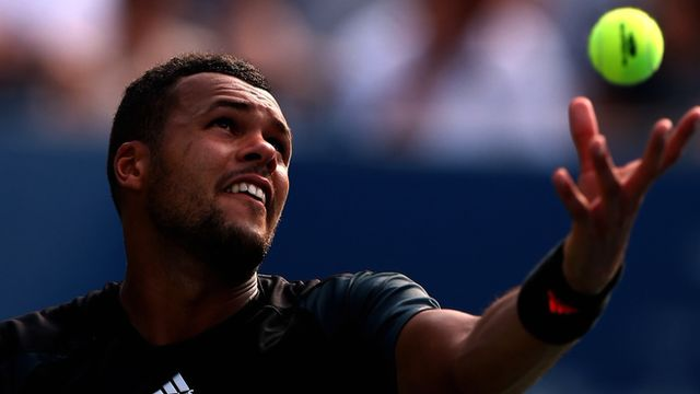 Jo Wilfried-Tsonga serving for the match