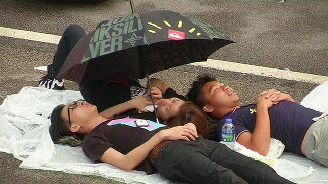 Pro-democracy crowds relax