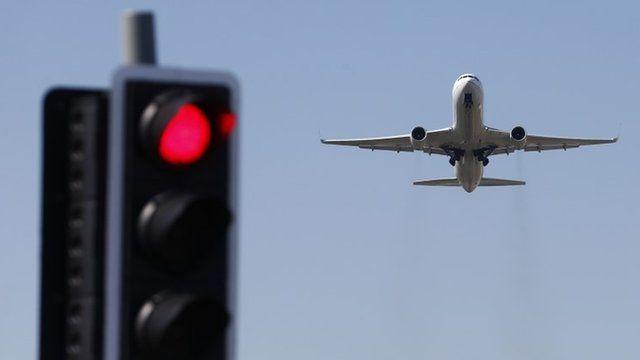 Plane flying near Heathrow