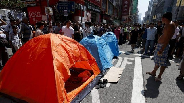 Pro-democracy protesters set up tents at Argyle street after police dismantled their barricades in Mong Kok District, Hong Kong