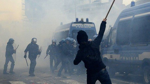 Police clash with protesters in Naples