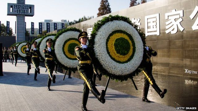 Soldiers carrying floral tributes