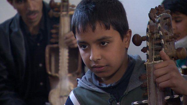 Afghan music student Ghufran Umar who is learning the sarinda