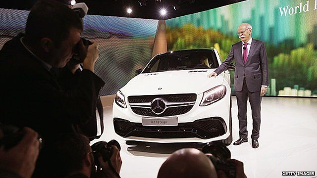 "Mercedes boss Dieter Zetsche tells the BBC's Samira Hussain the car of the future is ""a smartphone on wheels"""
