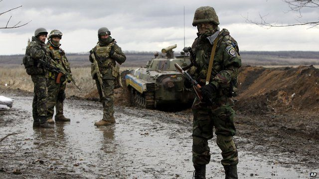 Ukrainian government army soldiers at a check-point near the village of Debaltseve, Donetsk region, eastern Ukraine 24 December 2014