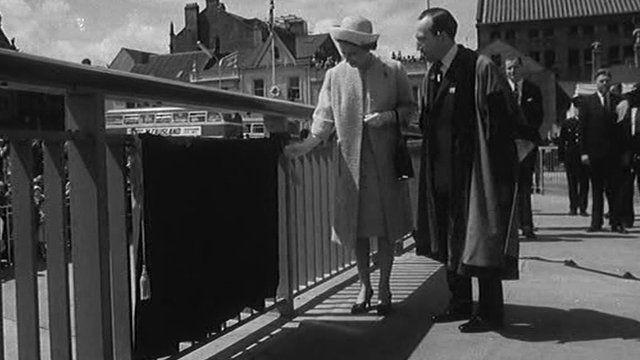 Queen opening bridge
