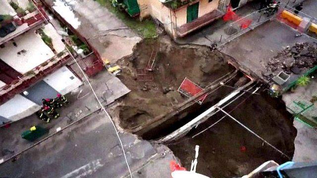 Sinkhole in Naples street