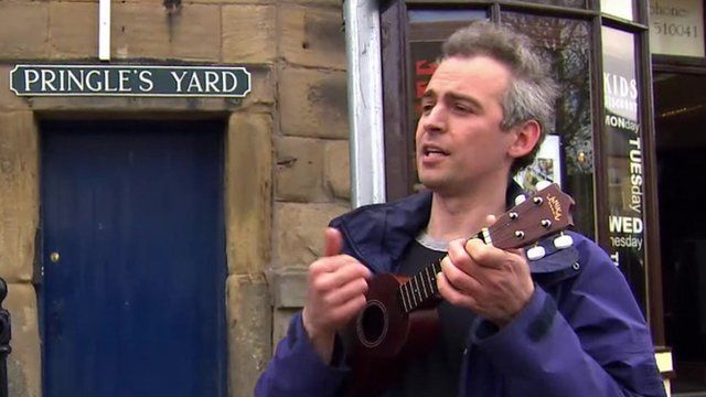 Man sings a song to David Cameron