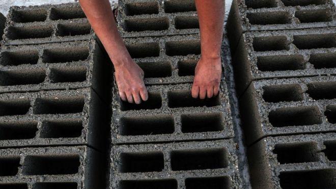 Bloques de cemento.