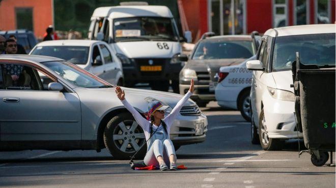 С музыкой и пирогами: как в Армении блокируют улицы и магистрали