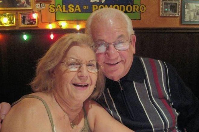 Isaac e Teresa Vatkin num restaurante na Argentina