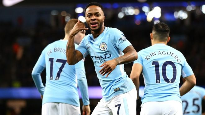 Raheem Sterling celebra un gol