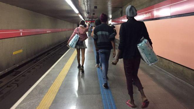 Travestis no metrô de São Paulo