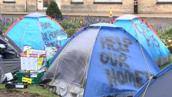 Image caption About a dozen homeless people slept in Hullu0027s  tent city  on Sunday night & Hull u0027tent cityu0027 protest over homelessness - BBC News