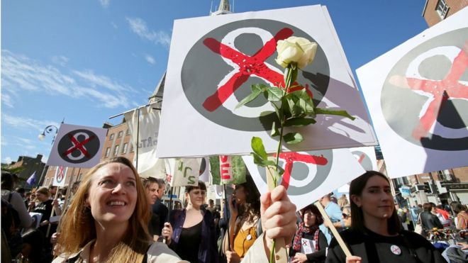 Campaigners seeking to overturn Ireland's constitutional amendment limiting abortion have the upper hand in the polls, but the story is different on Facebook