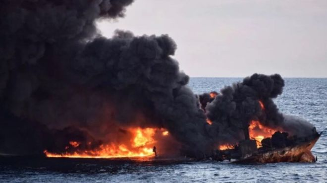 Barco incendiado