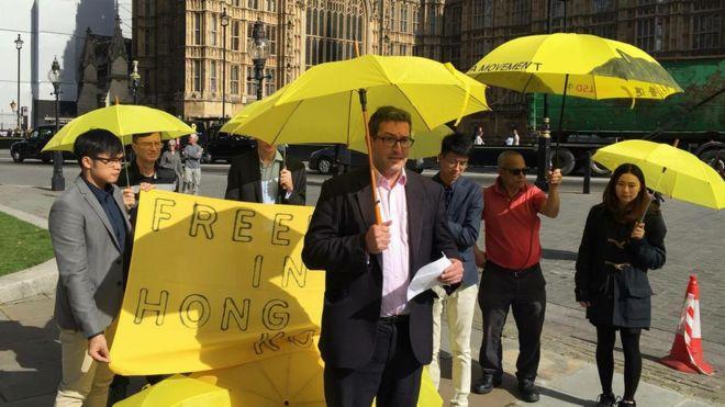 今年九月,羅傑斯出席倫敦港人舉辦的雨傘運動紀念