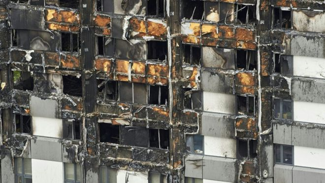 27 жилых многоэтажек в Англии признаны пожароопасными