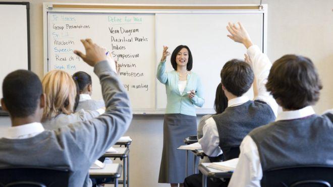 Missed targets 'signal teacher recruitment crisis' - BBC News