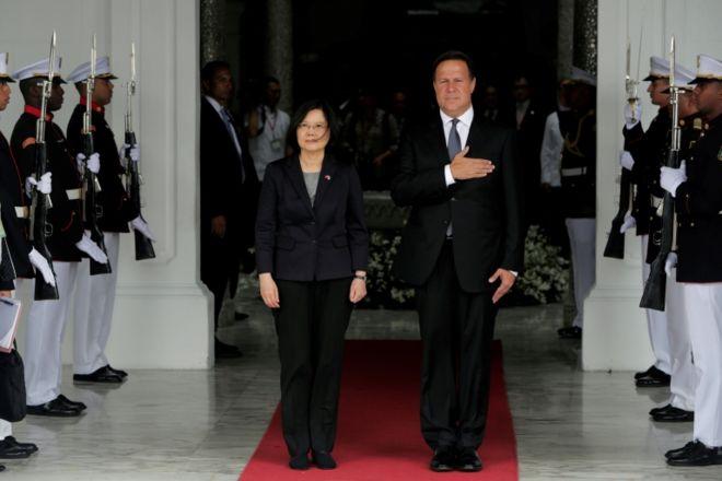 Tsai Ing-wen y Juan Carlos Varela.