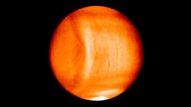 Gravity wave in Venus' atmosphere